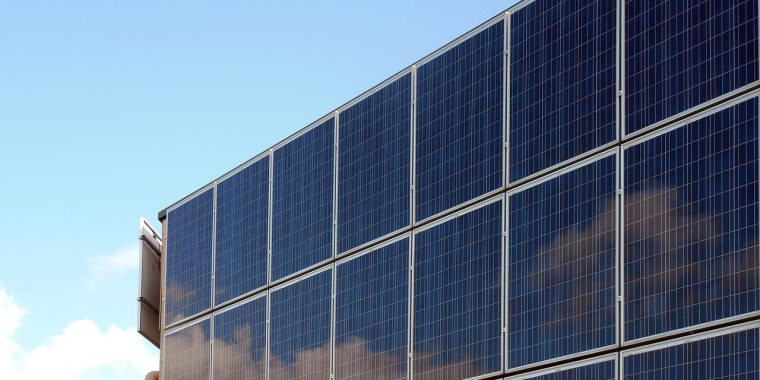 Mała przydomowa elektrownia słoneczna: czy warto?